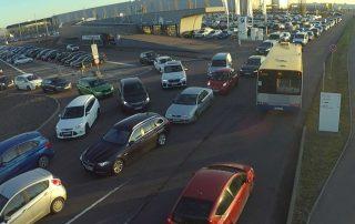 Verkehrssituation beim Schichtwechsel im BMW Werk Leipzig